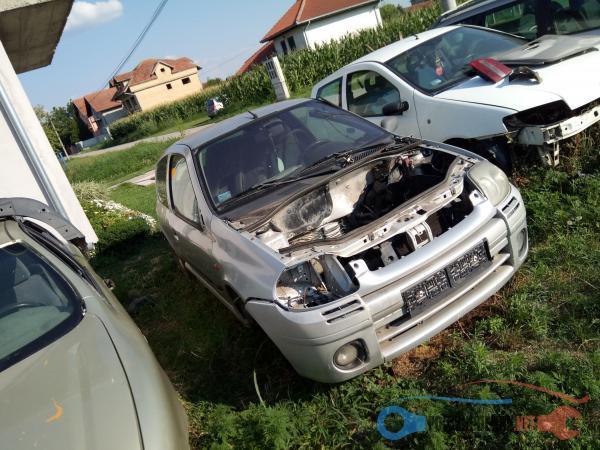 Polovni Delovi Za Renault Clio 1.1 Benzin Kompletan Auto U Delovima