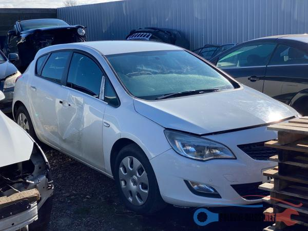 Polovni Delovi Za Opel Astra Kompletan Auto U Delovima